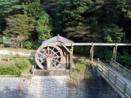 白糸滝下流の水車小屋